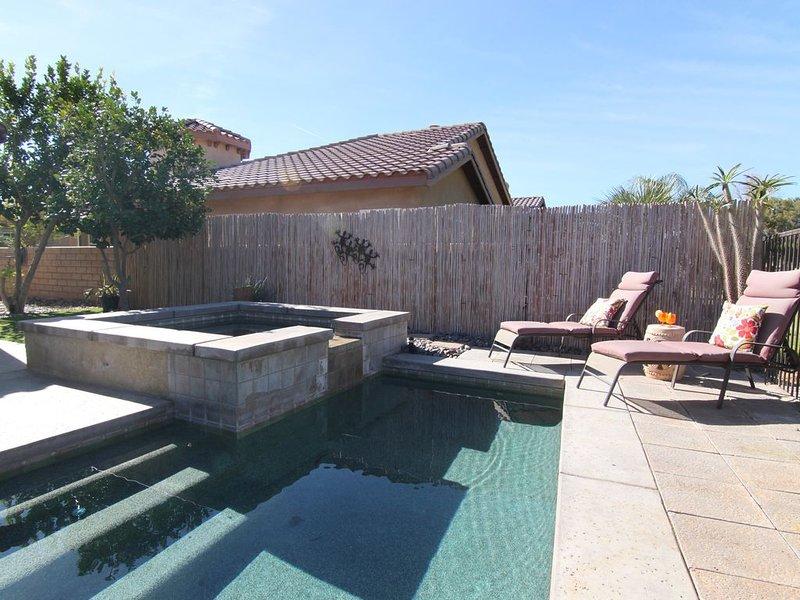 Private Pool, on Golf Course!  Coachella Walk to Music Festivals!, alquiler de vacaciones en Indio