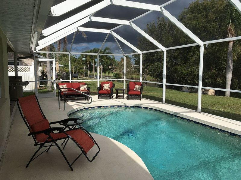Luxurious 3 Bed 2 Bath Waterfront Pool Home, vacation rental in Rotonda West