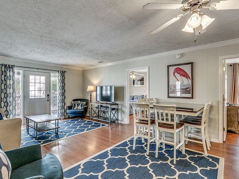 LUX CHANNEL HOME, THE OASIS, PRIVATE POOL, WATER FRONT, PET FRIENDLY, holiday rental in North Myrtle Beach
