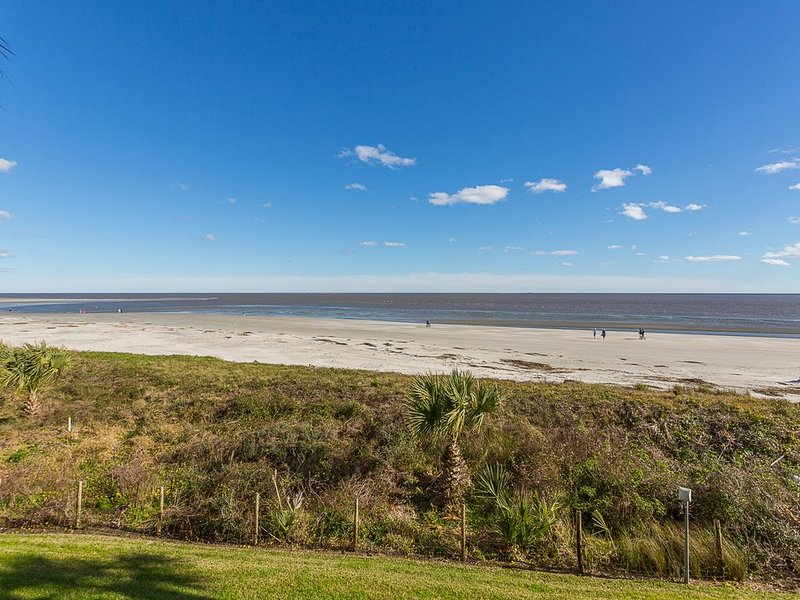 King & Price Resort Oceanfront Beachfront Condo- Close as It Gets to the Beach!!, holiday rental in Saint Simons Island