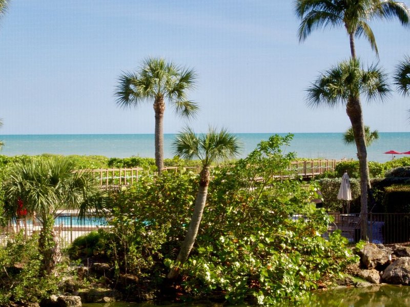 Direct Gulf-Front Condo with Amazing Views and Quiet, Wide Open Sandy Beaches!, vacation rental in Sanibel