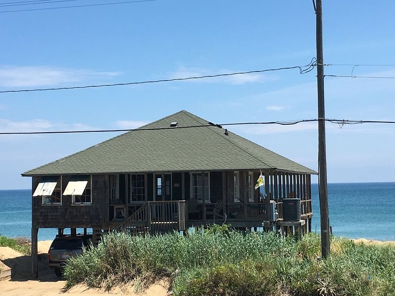 CLASSIC 1935 OCEANFRONT BEACH COTTAGE, alquiler de vacaciones en Kitty Hawk