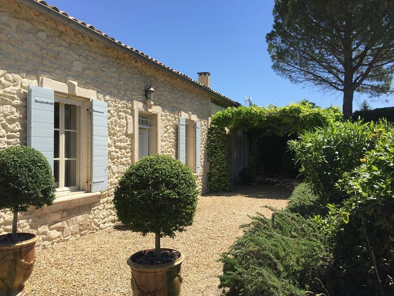 Beautiful Renovated Luxury Villa in St. Remy De Provence with pool and WIFI, Ferienwohnung in St-Rémy-de-Provence