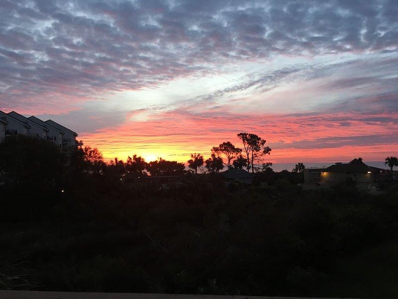 DIRECT OCEANFRONT ~ Enjoy beautiful sunrises �, location de vacances à Bluffton