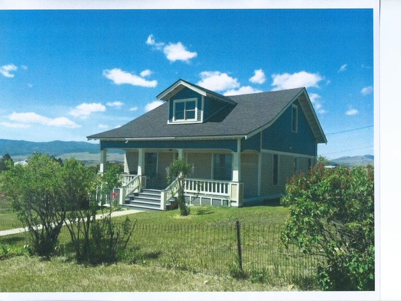 Charming House On The Hill With Views Of The Anaconda Range And Flint Creek, holiday rental in Philipsburg