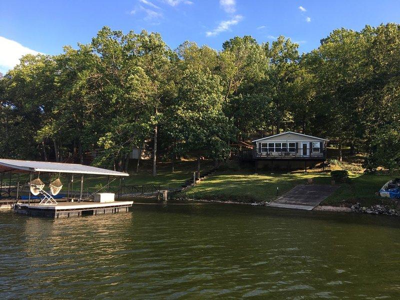 10 MM, Lake Front, Sunrise Beach, 3 bed 2 bath house, Private Dock,, location de vacances à Sunrise Beach