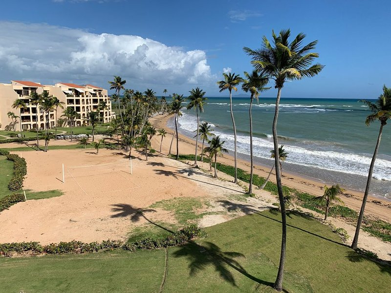 Penthouse Crescent Beach Ocean Front Paradise at Palmas Del Mar., vacation rental in Humacao
