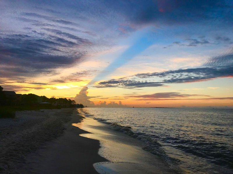 Beachfront House, DeSoto Landing, 6 Bedrooms, Flexible dates for  Fall & Winter, holiday rental in Dauphin Island
