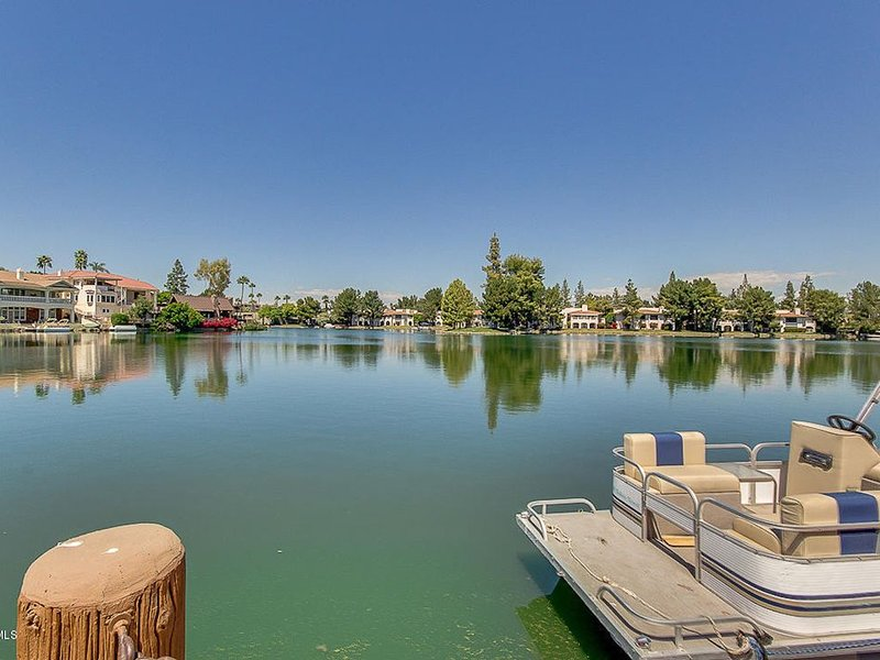 Lakefront, Single Level Home with Boat and Resort Amenities, vacation rental in Tempe