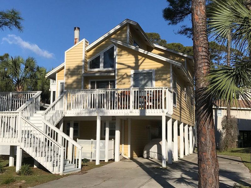 This Gulf View/1st Tier Boardwalk home is the perfect for a beach getaway!, holiday rental in Port Saint Joe