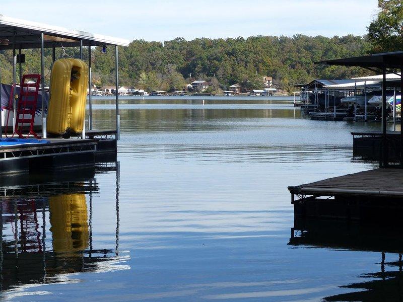 Five bedroom waterfront home with private dock in quiet cove, alquiler vacacional en Rocky Mount