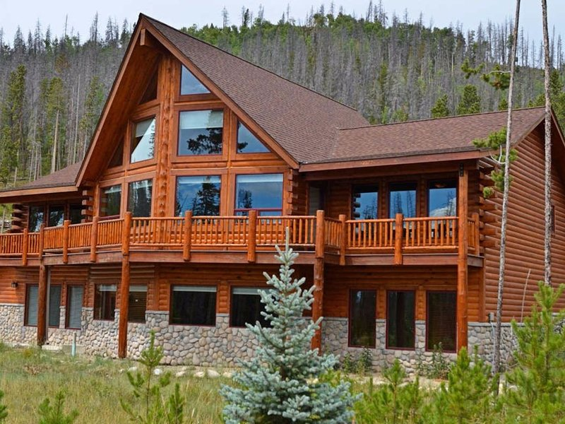 Luxury Log Cabin At Base Of Rocky Mountain National Park, holiday rental in Grand Lake