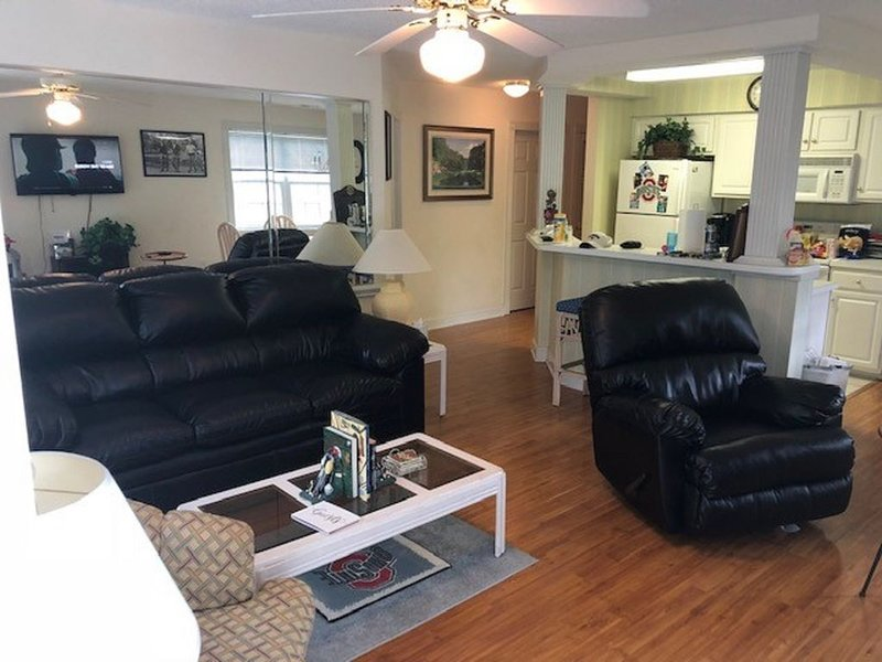 awesome condo overlooking 9th hole Magnolia golf course, vacation rental in Calabash