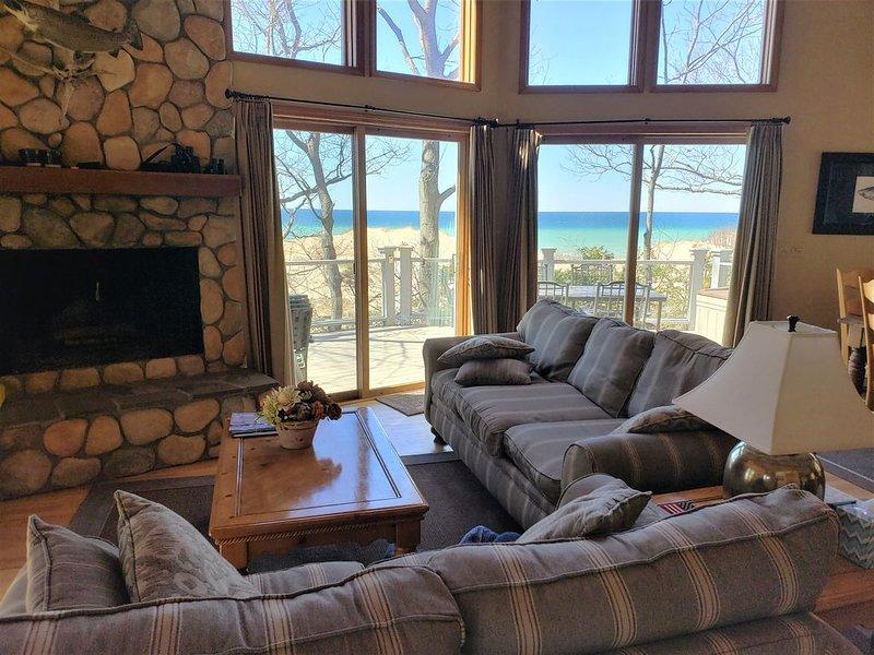 Seven Bedroom Home on Lake Michigan & short walk to Portage Lake, alquiler vacacional en Bear Lake