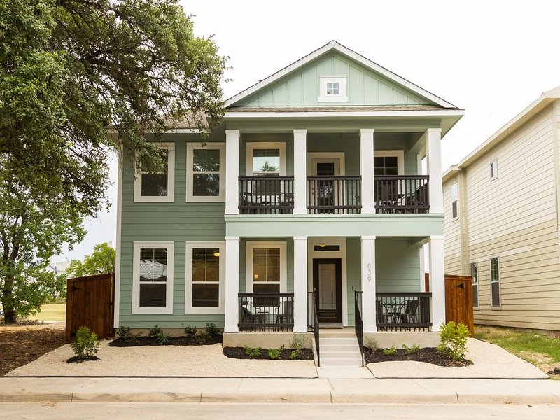 3/2.5 less than 1 mile to Convention Center/ ALAMO (Sleeps 16), vacation rental in San Antonio