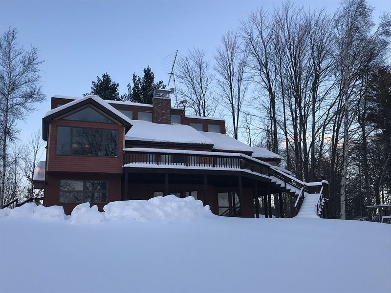 Jay Peak Area 5BR Luxury Family Home Located On Lake Memphremagog, Ferienwohnung in Mansonville