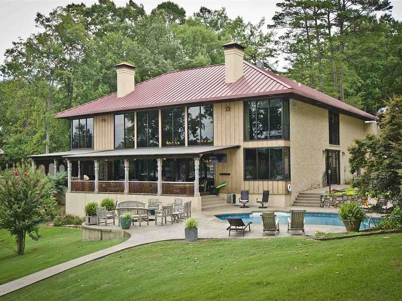 Lionsgate at Water's Edge, Luxurious Waterfront  Home on Lake Hamilton, holiday rental in Hot Springs