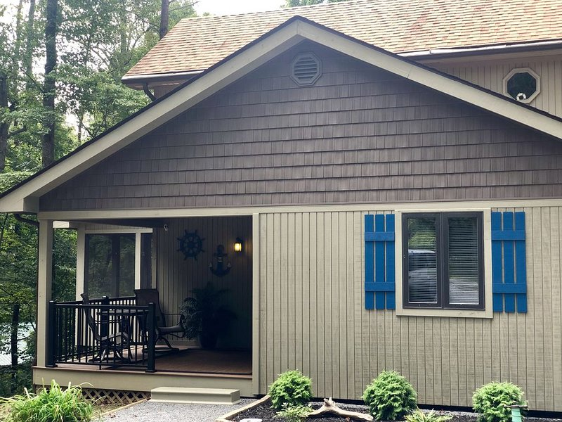 3 Bdrm Lake House Getaway - Three Minutes To Launch!, vacation rental in Monticello