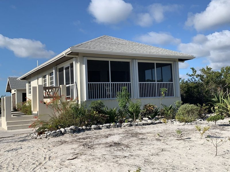 Bambarra Sands Cottage: Private Beachfront House on Bambarra Beach Middle Caicos, holiday rental in Bambarra