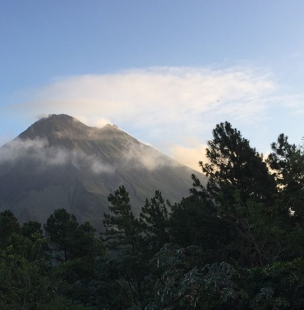 Arenal Volcano 2 1/2 Autostunden entfernt!