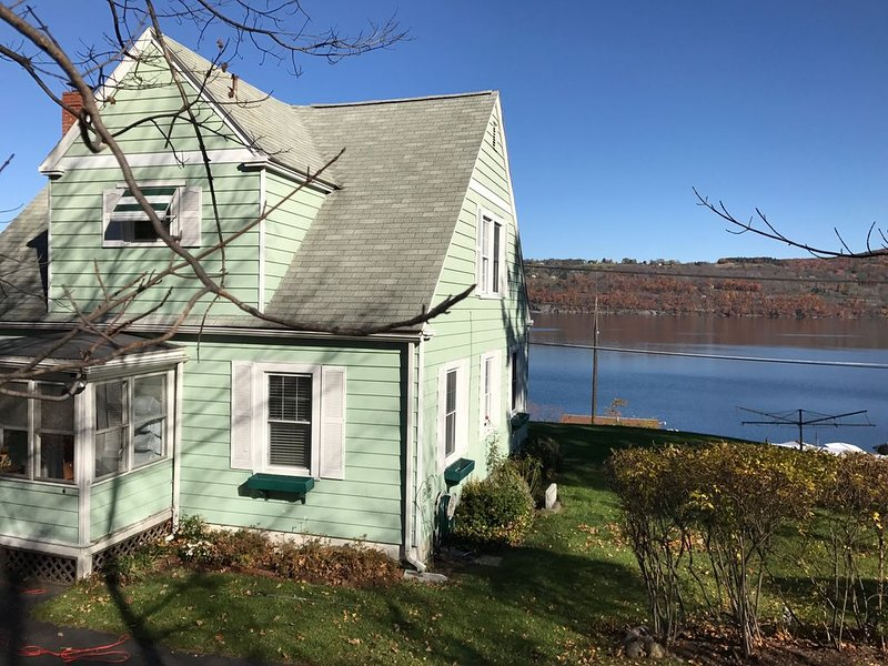 Cottage House with Incredible Lake View, vacation rental in Watkins Glen