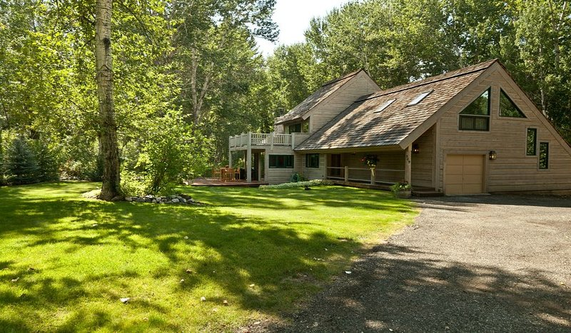 Spacious Luxury Among Aspens Near River, vacation rental in Hailey