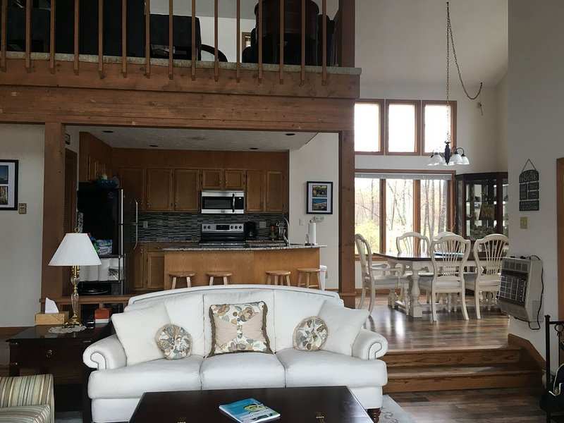 Lakefront Home in beautiful Big Bass Lake community, vacation rental in Gouldsboro