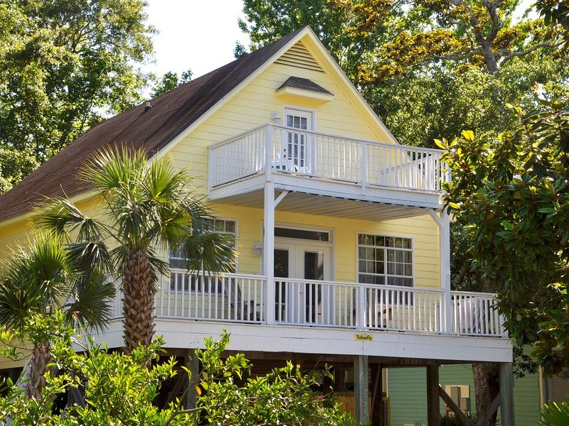 'YellowFin' House with Boat Dock & Launch on Bay, Beach Nearby, holiday rental in Elberta