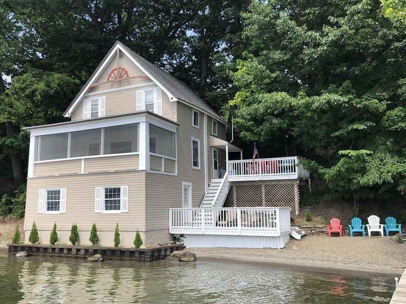 Sauber, Vintage Cottage w / viele Updates; ruhige Nachbarschaft; sitzt am Wasser