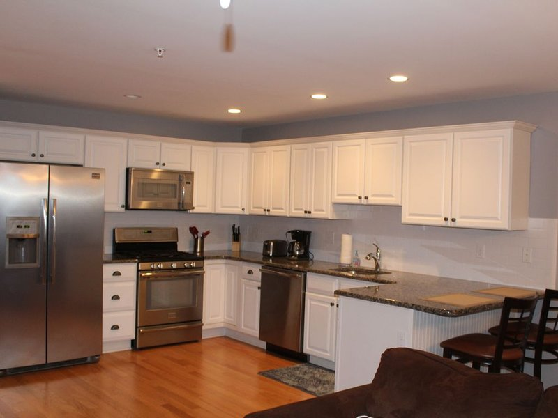 Less than One Block to Boardwalk w/ Heated Pool, holiday rental in Wildwood