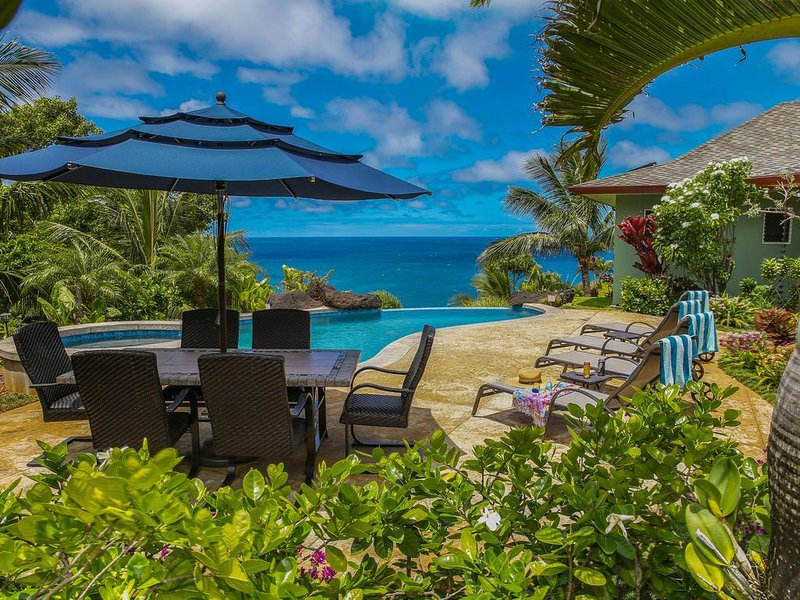 Luxury Home With Spectacular 180 Degree White Water Views & Infinity Edge Pool, vacation rental in Princeville