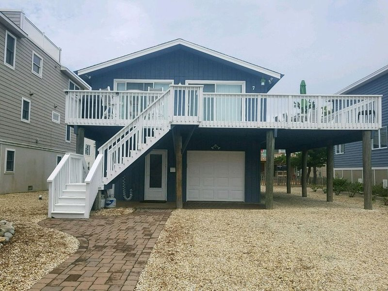 Single Family Home - Oceanside on Dead End Street - Private yet Convenient., vacation rental in Beach Haven