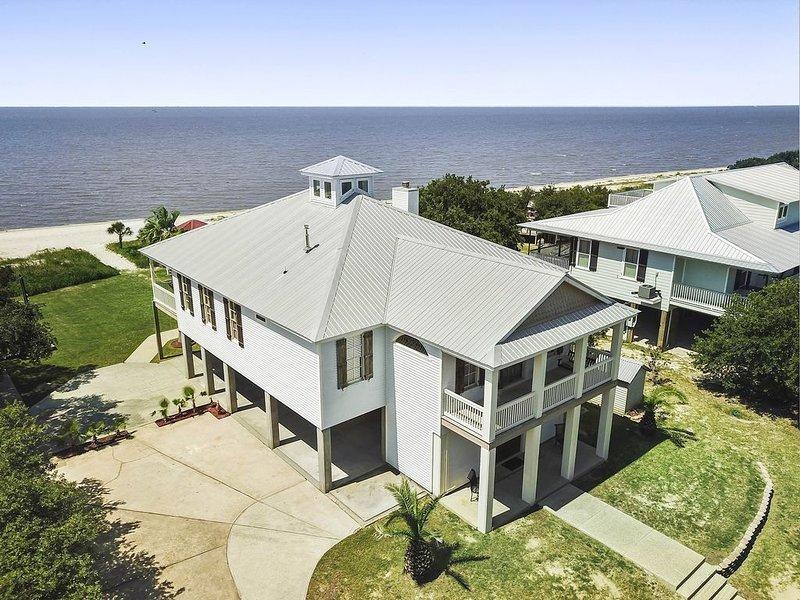 Sandhill Beachhouse – Sleeps 10, Private Natural Beach– Ocean Springs/Biloxi Are, holiday rental in Ocean Springs