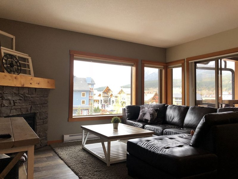 Stunning Rocky Mountain Home Away From Home, alquiler de vacaciones en Kananaskis Country
