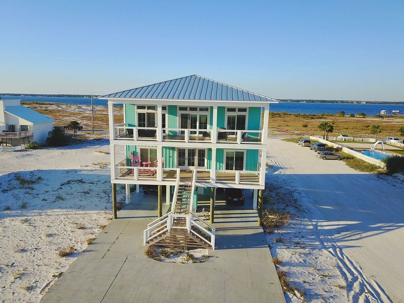 Seas The Day - Gorgeous 5 Bedroom Beach House On Navarre Beach's Emerald Coast, holiday rental in Navarre