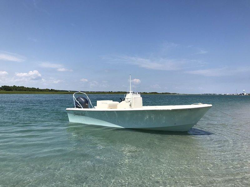 Topzeil geluid. Huur een boot of huur Tuck's Watertaxi om je mee te nemen voor de dag