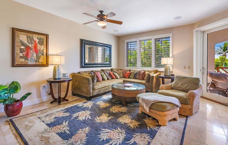 Salon spacieux avec tapis Tommy Bahama