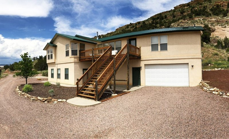 Beautiful Home only 5 Minutes from Royal Gorge Bridge, Rafting, Ziplines & More, vacation rental in Canon City