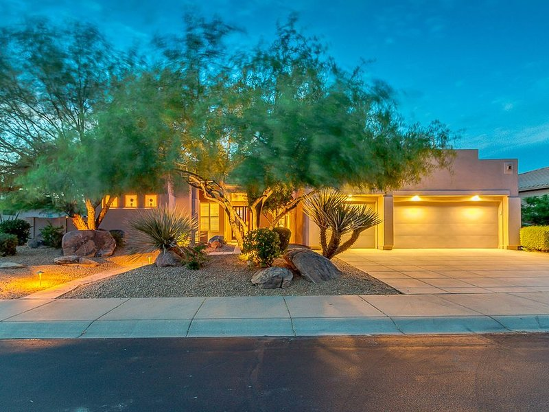 Luxury Home w/Gorgeous View of Black Mountain, Pool, Close to Golfer's Paradise, vacation rental in Cave Creek