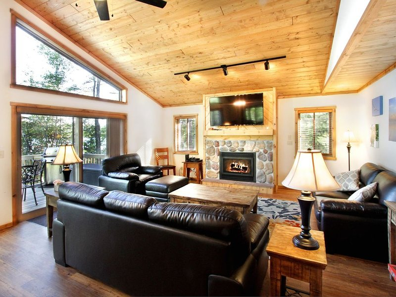 One of a kind property:Best of 2 lake fronts, 2 docks:Catfish Lake and Meta Lake, vacation rental in Eagle River