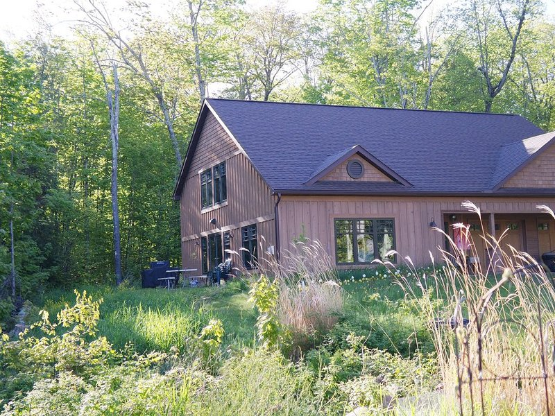 Guest House On Owners Lakefront Property, alquiler de vacaciones en La Pointe