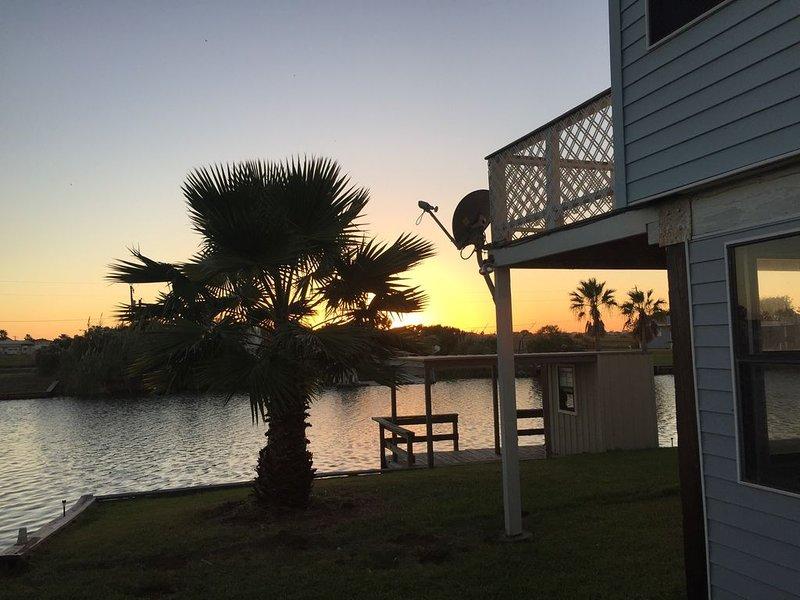 *cozy*2/2*Casa Azul,Sargent,TX* pet friendly*private boat ramp*1 mile from beach, location de vacances à Sargent