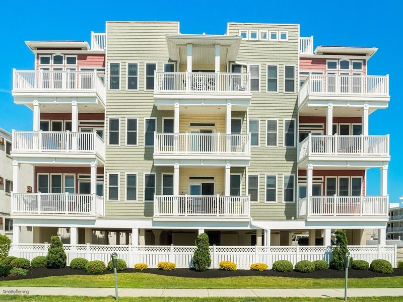 Beautiful Condo Just Steps From Water With Full Beach Views, aluguéis de temporada em Wildwood Crest