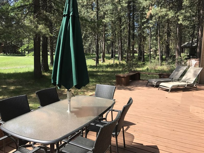 Great Location! 4 Bedroom Home on 2nd Hole of Big Meadow GC (GH60), vacation rental in Sisters