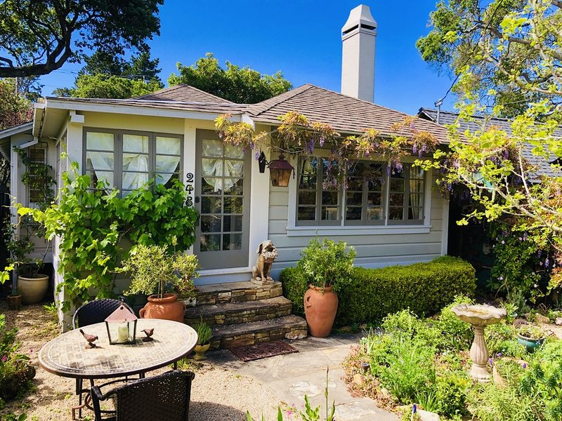 Cozy Pacific Grove Cottage - Walking Distance To Everything 0170, location de vacances à Monterey County
