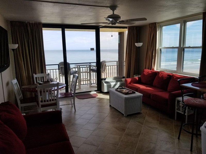 Unit 502 - Beachfront 1 King Bedroom 1 Bath - Sleeps 6, vacation rental in Daytona Beach Shores