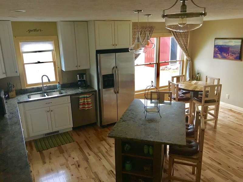 Pet Friendly, Quiet Retreat Situated Between Traverse City and Elk Rapids., holiday rental in Williamsburg