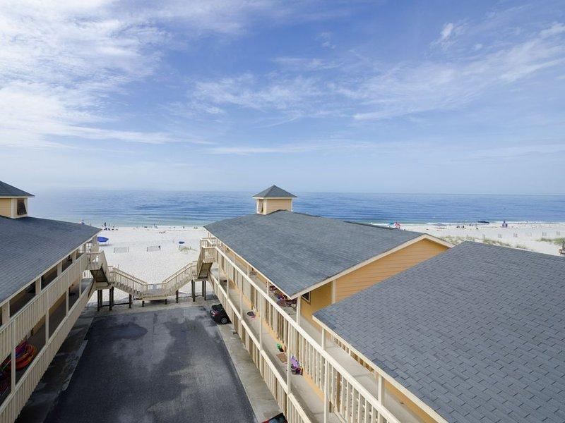 Cute Gulf Shores BEACHFRONT Condo-OFF SEASON Rates!, casa vacanza a Costa del Golfo