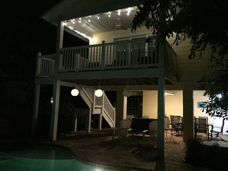 Close to the Beach and Restaurants with a heated pool!, holiday rental in Holmes Beach