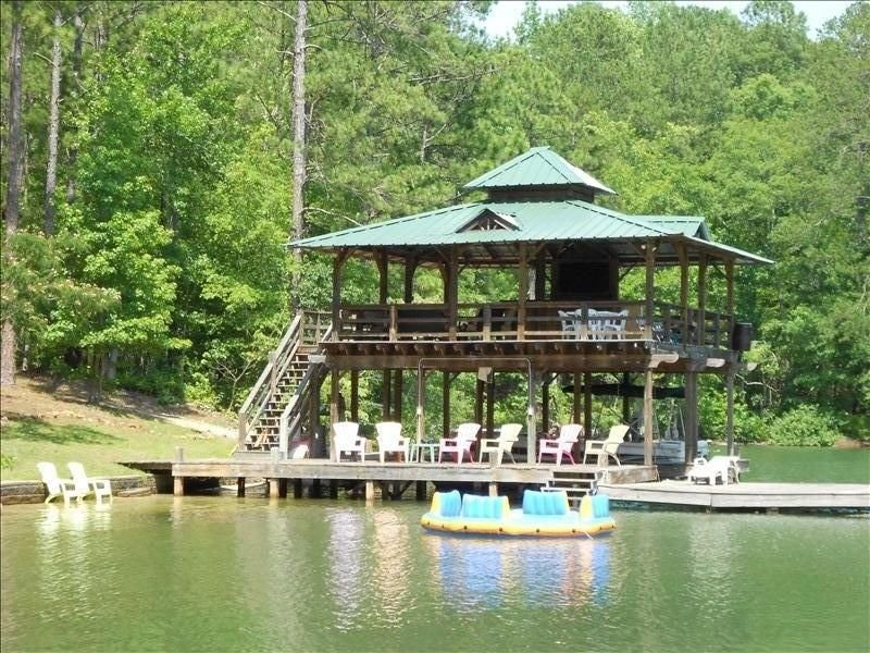 Cozy Cabin,Sandy Beach,Fantastic Dock W/ 50' TV & Boat Launch, location de vacances à Dadeville